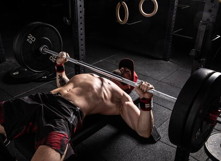 working-out-several-muscles-on-bench